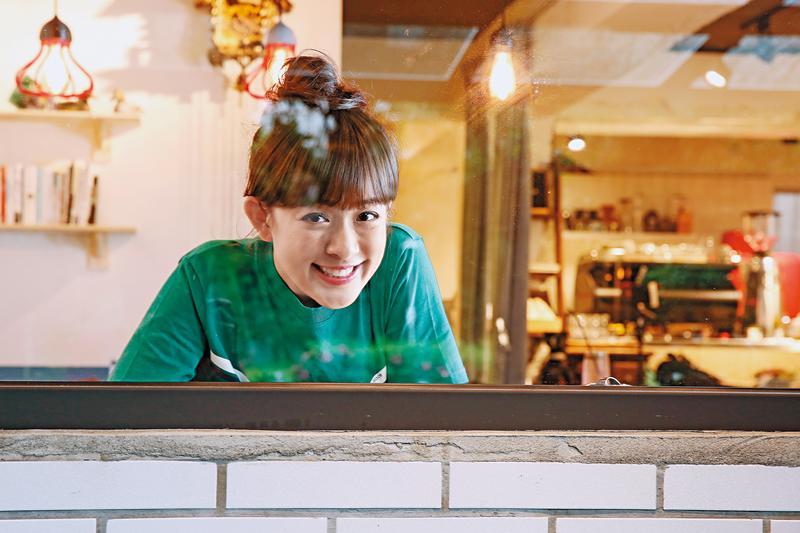 林彥君擁有一張娃娃臉,靠《食尚玩家》受到眾人關注,傻大姐形象虜獲許多粉絲的心。