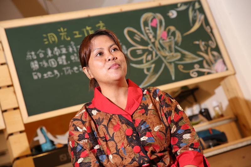 梯雅在台灣工作、結婚,也剛好見證了台灣法律對移工、外配的轉變。
