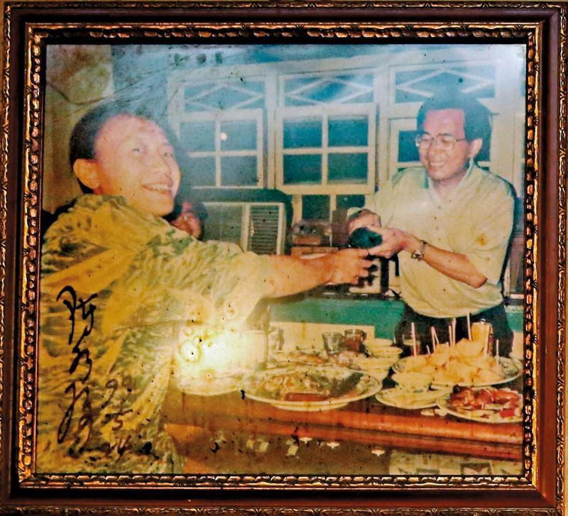 時任台北市長的阿扁多次來店裡吃飯,還曾為老闆阿華倒酒。