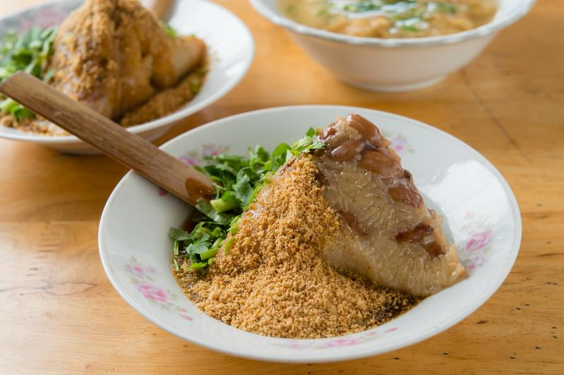 餡料極簡的「菜粽」,滋味卻相當豐富。(25元/粒)