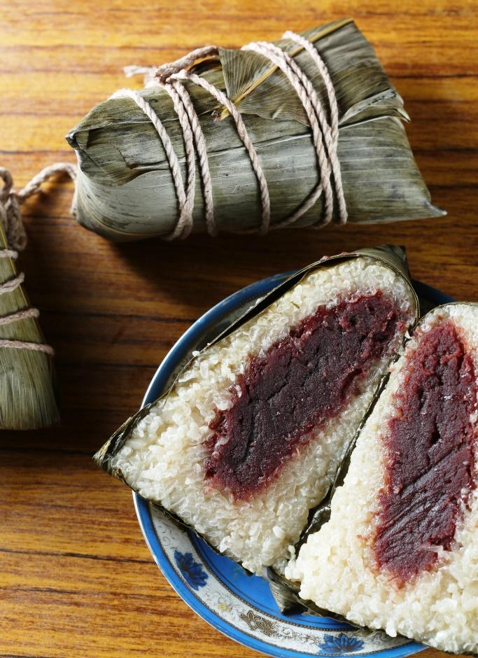「豆沙粽」的白糯米吸附粽葉香,襯著清甜豆沙相當爽口。(50元/粒)