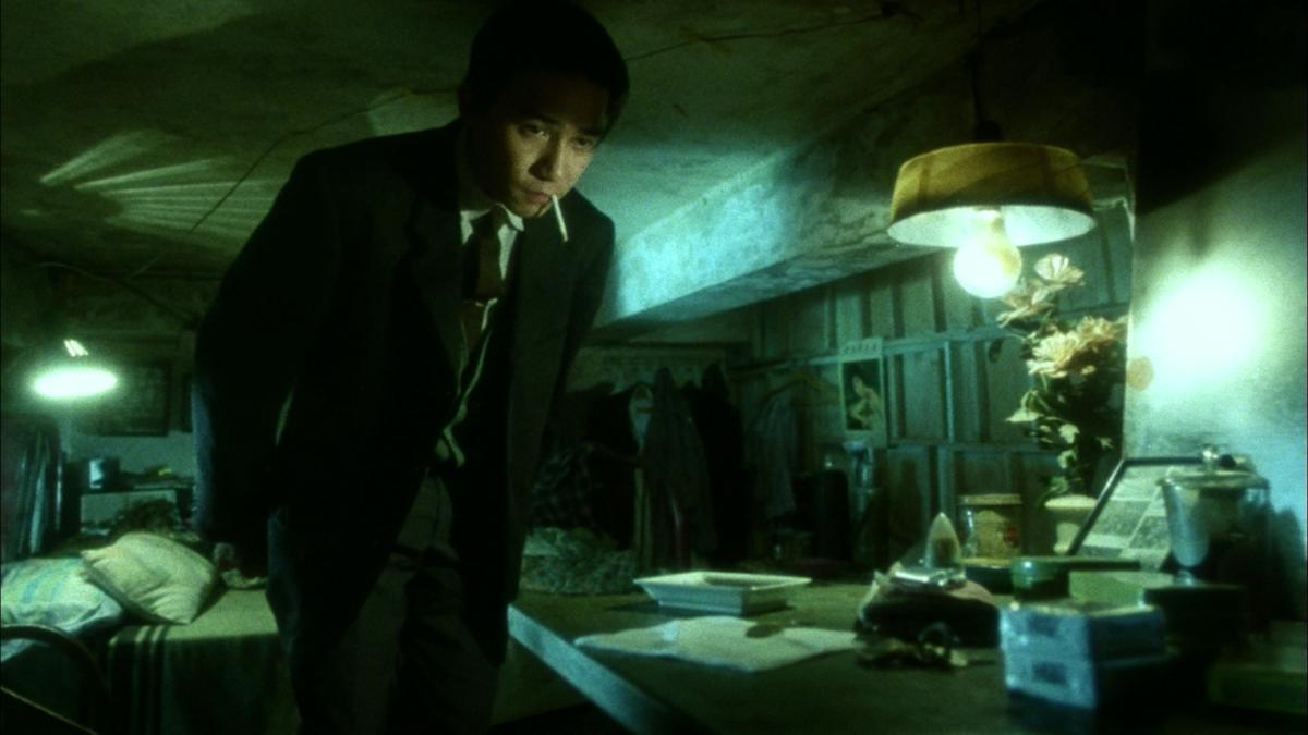 梁朝偉在電影《阿飛正傳》中的經典畫面,正是在九龍城寨取景的。(翻攝自網路)