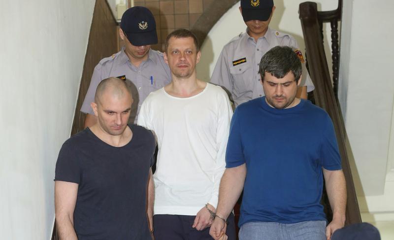 一銀盜領案在押的3被告潘可夫(左起)、安德魯、米海爾二審出庭聽判,刑度均比一審輕。
