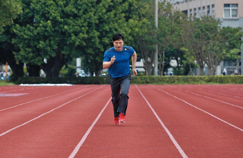 當年放棄選手夢,是潘茂榮心中最大遺憾,但他依舊熱愛運動,至今天天慢跑。
