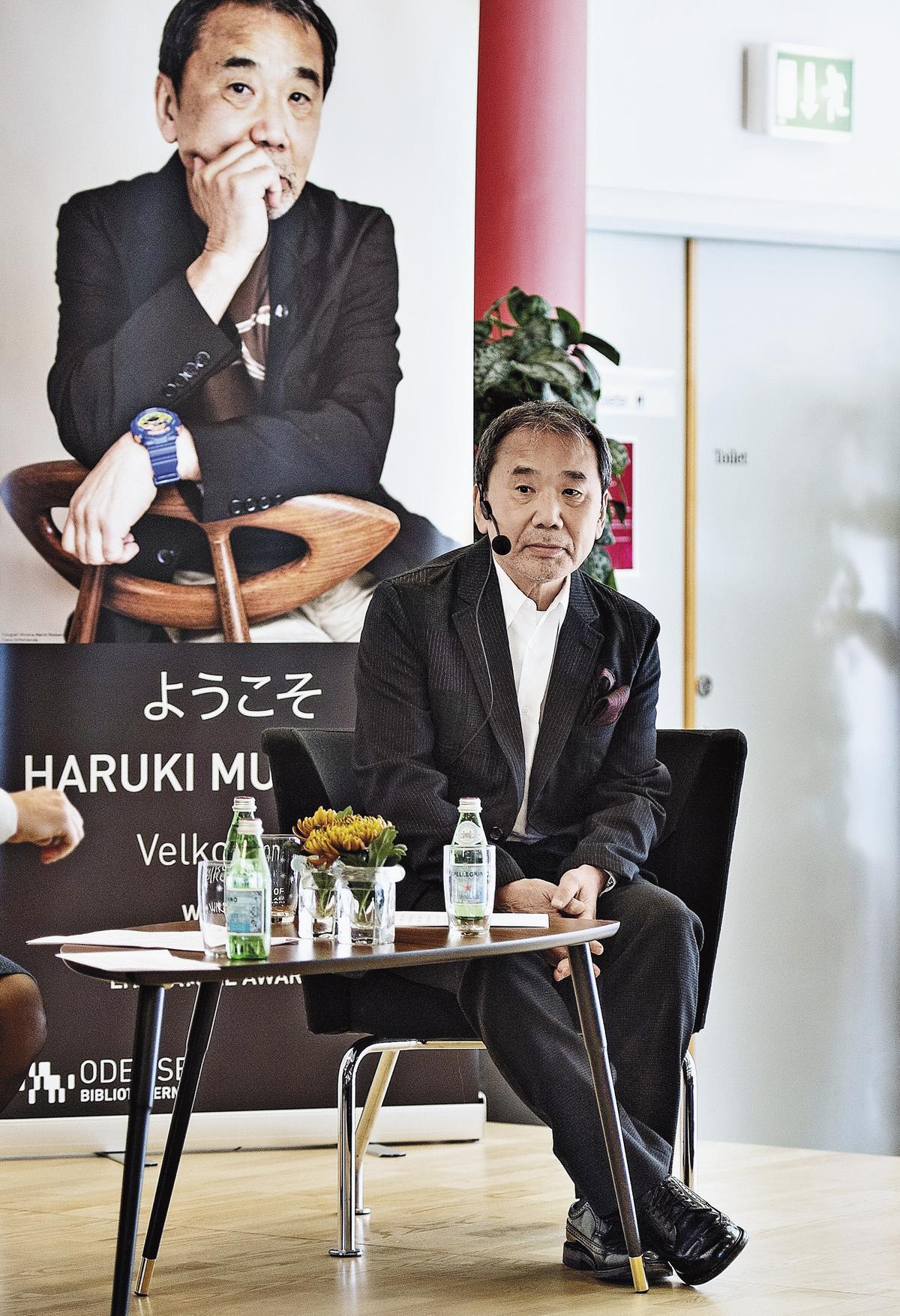 日本作家村上春樹看過森達也作品《A》《A2》,兩人對奧姆真理教的理解一致。(東方IC)