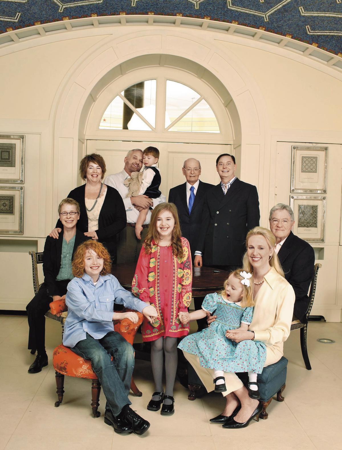 2009年,安德魯和約翰在美國康乃狄克州公證結婚,留下全家福,這個大家族堪稱真正的多元成家。(Michael Sharkey攝)