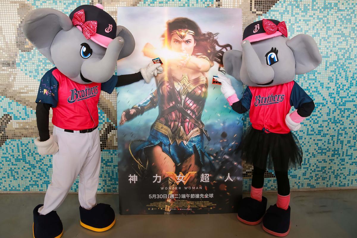 中信象球隊的「女孩日」,結合《神力女超人》發揚女力。