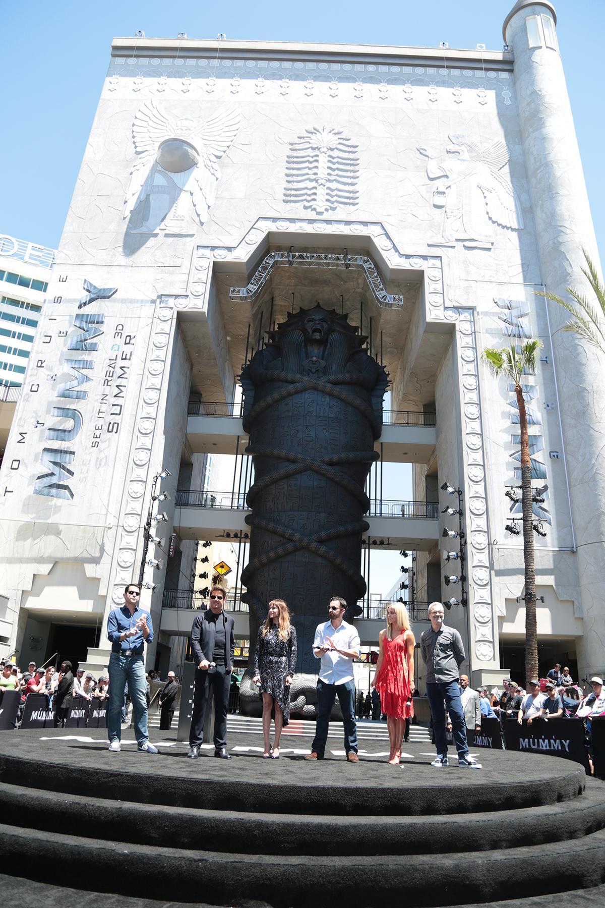 《神鬼傳奇》主要演員一起參加揭幕儀式。