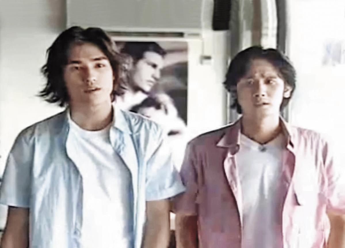 藍正龍(左)在《流星花園》中演出道明寺的假表哥,戲外因而和女主角大S結緣相戀。(翻攝自網路)
