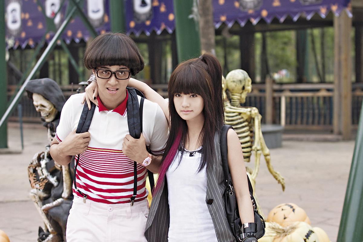楊丞琳(右)7年前以《海派甜心》獲得第45屆金鐘獎戲劇節目女主角獎。左為羅志祥。(華視提供)