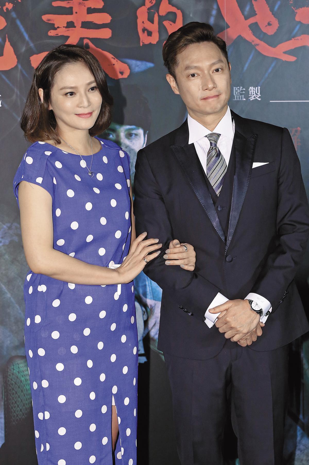 最近謝祖武(右)的演藝重心從中國移回台灣,演了不少戲跟主持節目。左為梁家榕。