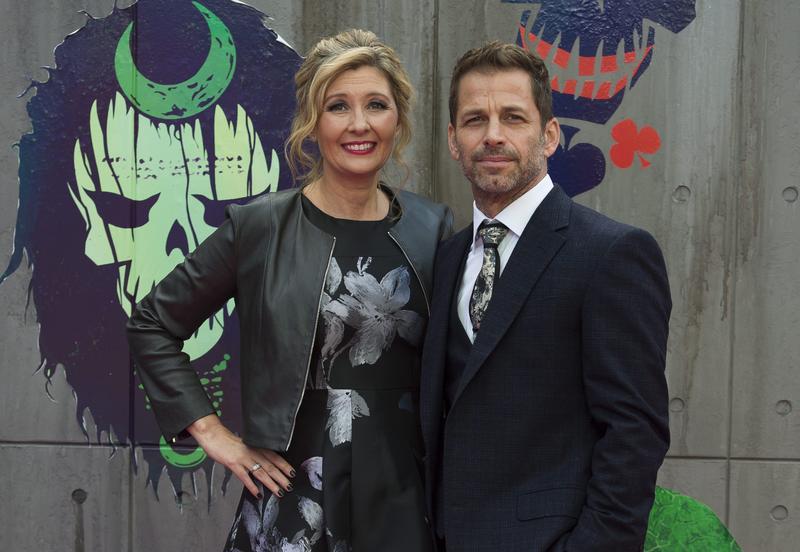 查克史奈德(右)與妻子黛博拉,去年出席《自殺突擊隊》首映會。