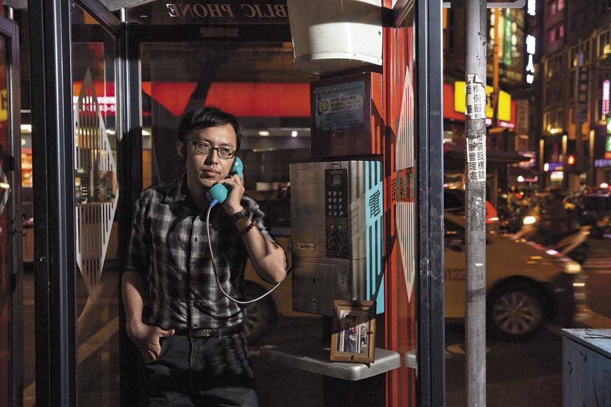 王駿燁說,自己常望著這張照片(左圖)思念爸爸。