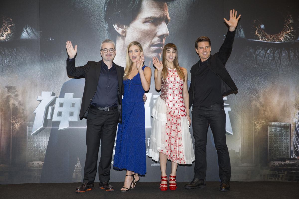 《神鬼傳奇》導演艾力克斯寇茲曼(左起)、安娜貝爾瓦莉絲、蘇菲亞波提拉、湯姆克魯斯一起出席台北記者會。
