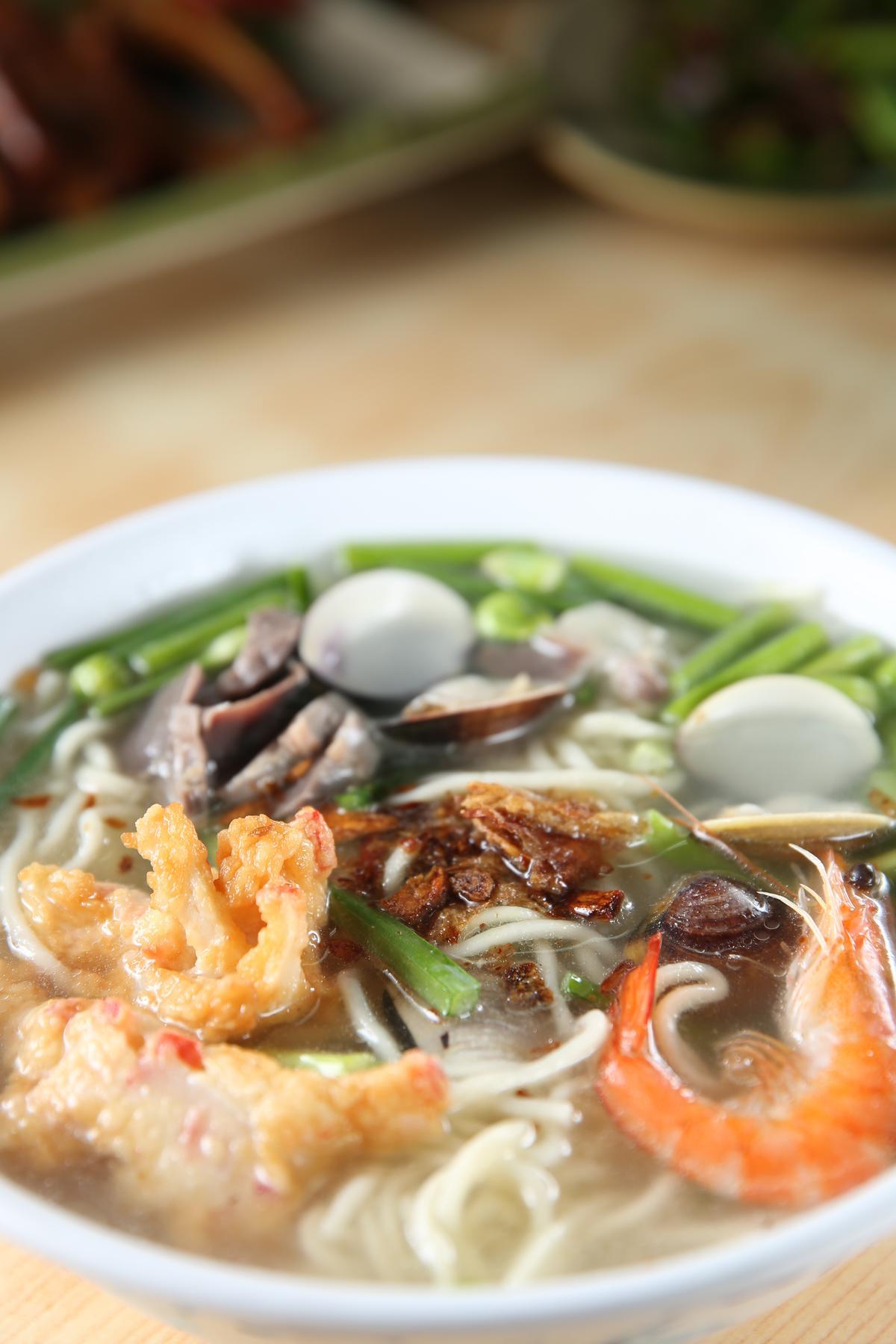 「海鮮麵」取鴨肉高湯,自然鮮甜。(65元/碗)