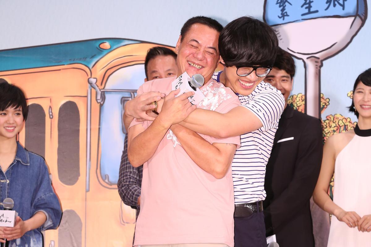 盧廣仲在遊戲中,與蔡振南來一段即場演出。