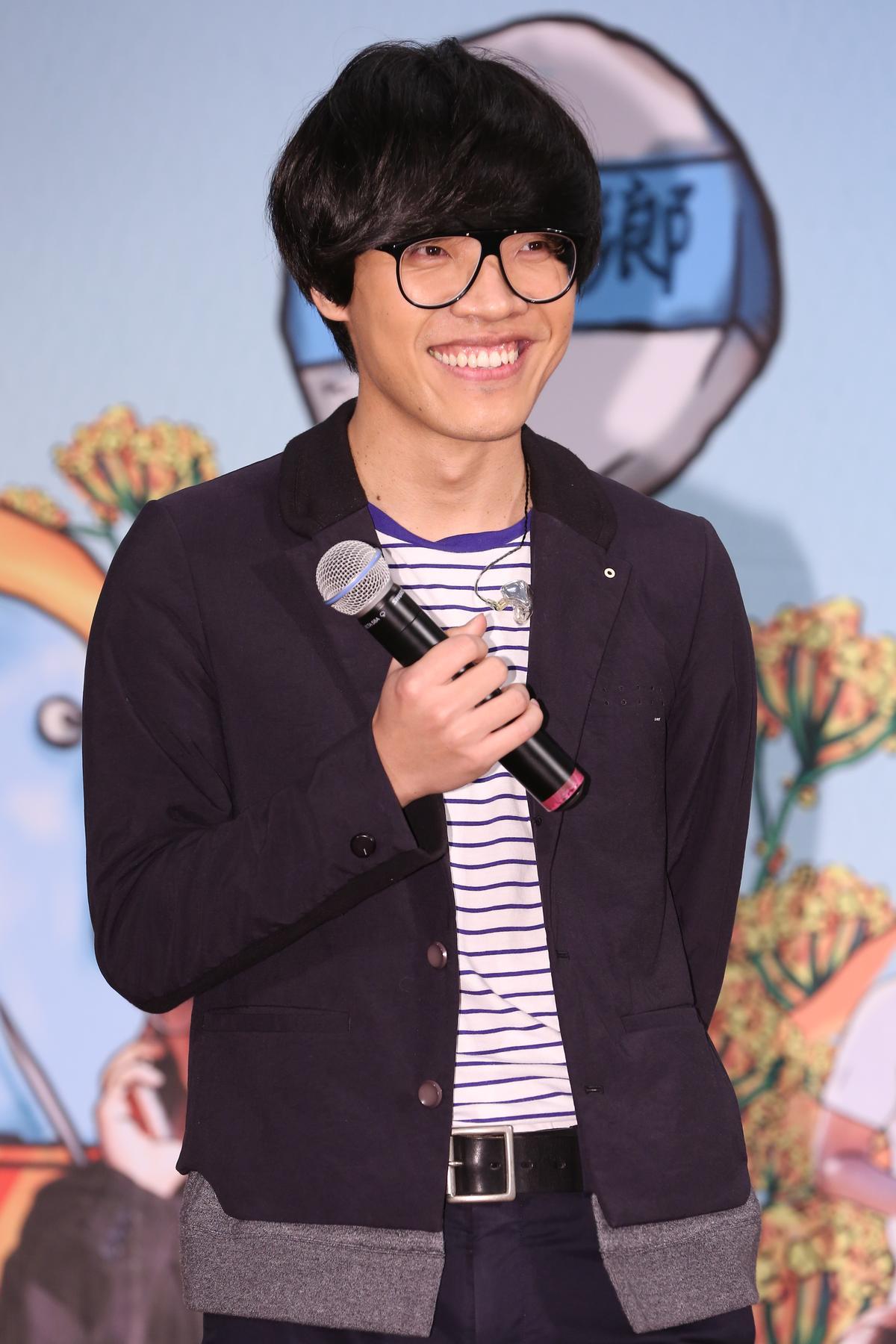 音樂人盧廣仲第一次參演電視劇《花甲男孩轉大人》演出,最不習慣是要背對白。