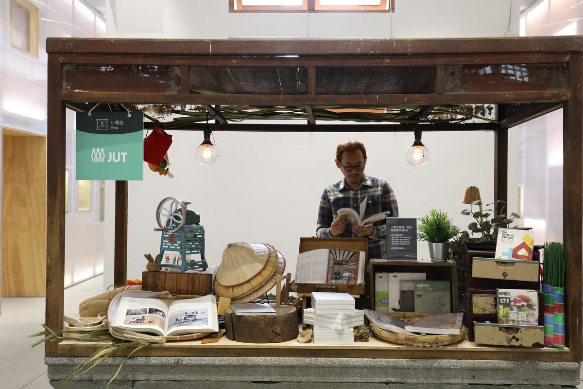 「新富町文化市場U-mkt」把舊日的豬肉攤台變成文創平台。