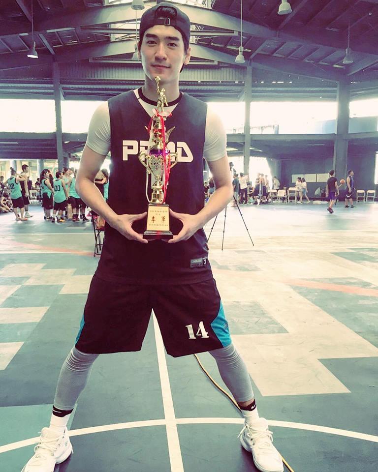 涂善存上週參加「大傳盃」籃球賽,一連比了6場,最後拿下季軍。
