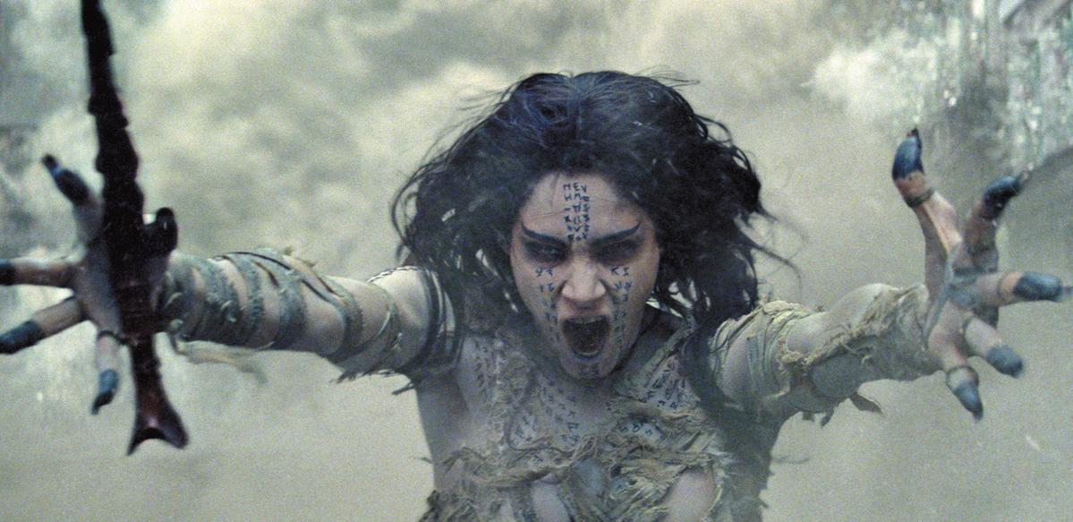 蘇菲亞在《神鬼傳奇》裡扮演變成木乃伊的公主,不但法力無邊,造型也很可怕。