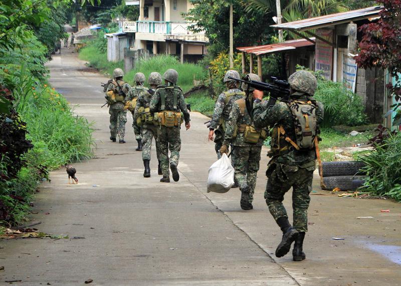菲律賓部隊30日往馬拉威市陣地進軍。官方表示,已快奪回當地。