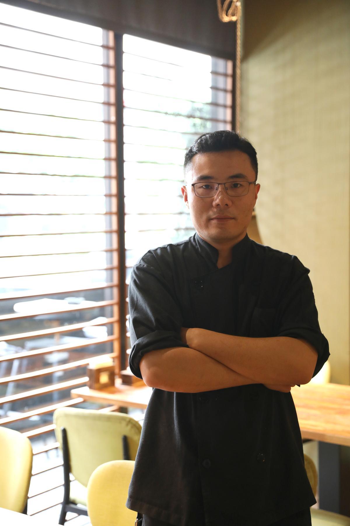 小川主廚付連康來台6年,最初在「俏江南」掌廚,擅長新派川菜,5月剛換新菜單,把味道調整得更正宗。