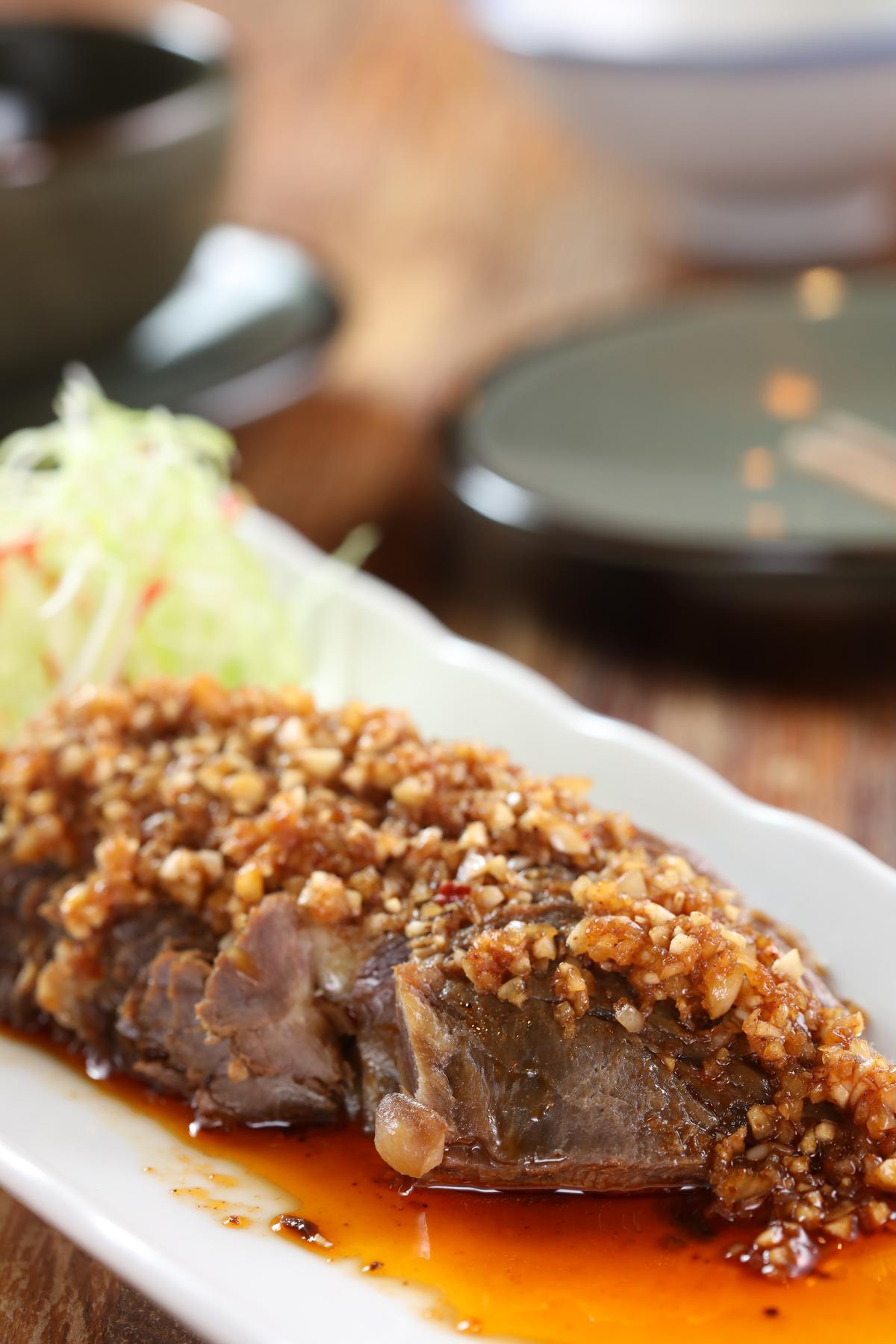 「飄香醬牛肉」的口感偏瘦、辛香料層次分明,適合搭配口感優雅的紅酒。(280元/份)