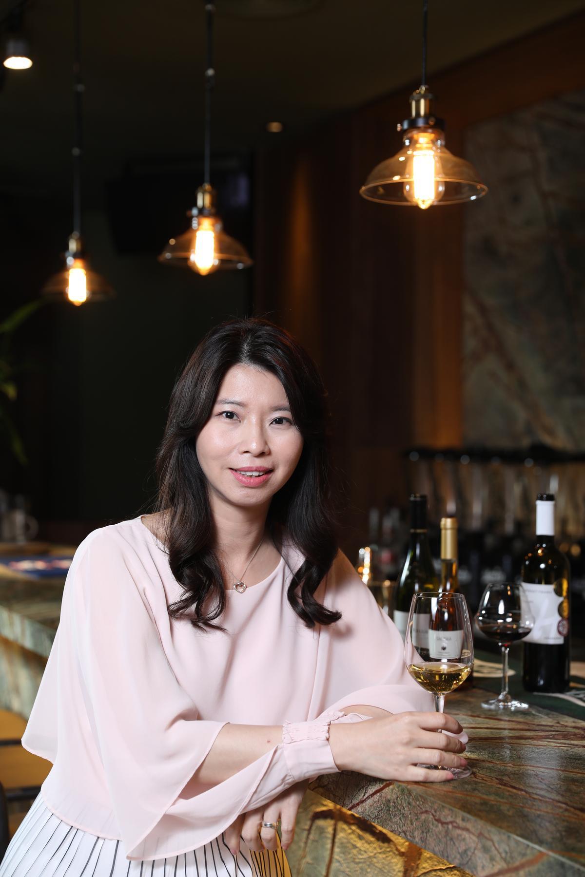 吉富國際副總謝庭涵認為匈牙利白酒,也能搭配各種辣菜。