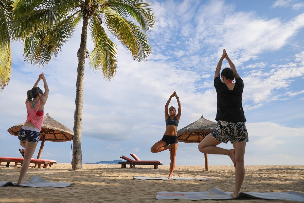 Club Med三亞度假村的美麗海灘,是Unn做日出瑜珈的最佳場所。