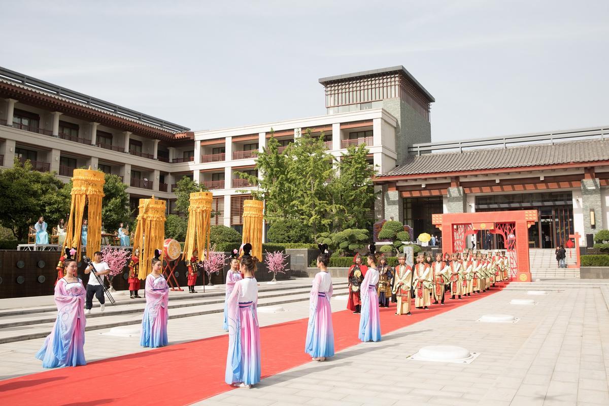 「西安臨潼悅椿」為結婚新人打造場面盛大的「唐式婚禮」。
