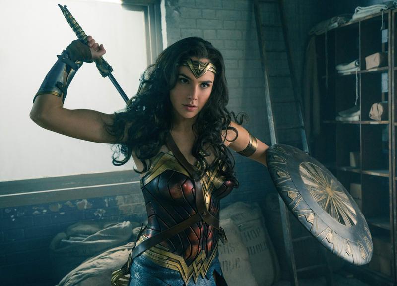 蓋兒加朵既美豔也有女性的剛強,在片中維護正義的態度又讓人感覺萌得可愛,《神力女超人》由她挑起了整部片的大梁。(網路圖片)