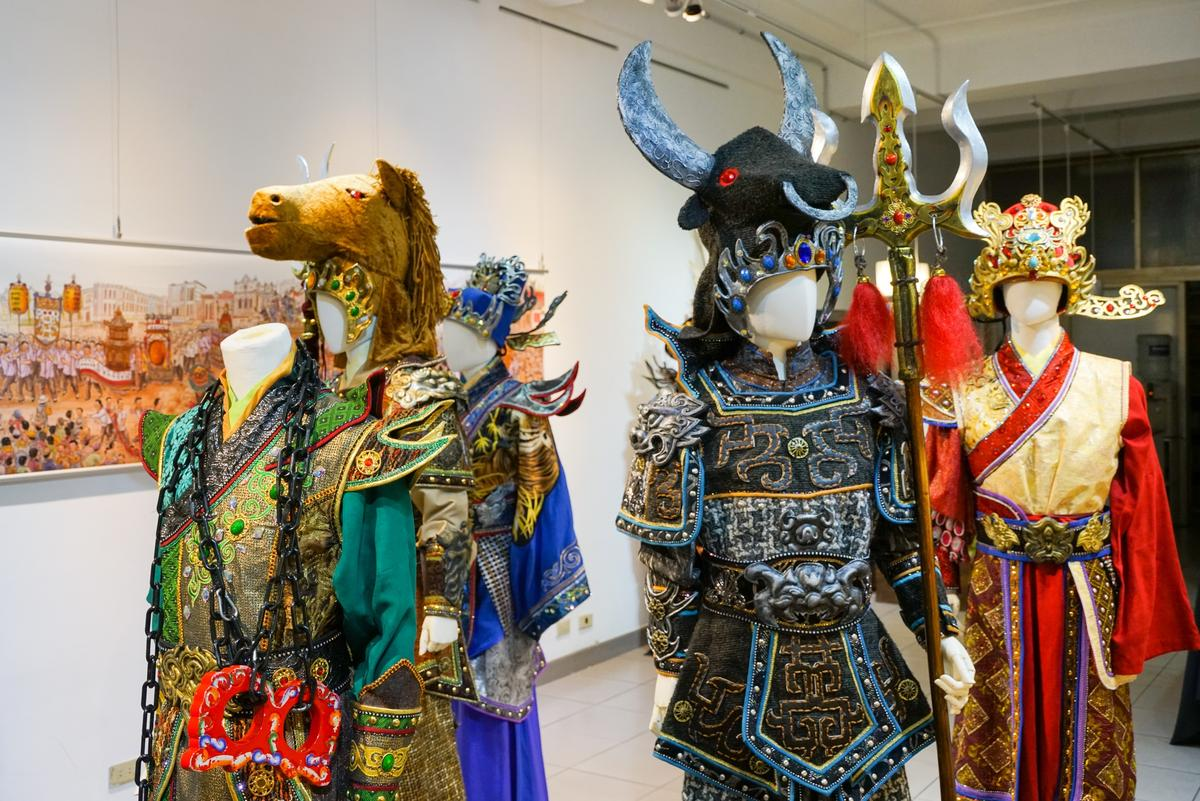 「淨.空間」展出八將舞台劇的戲服。
