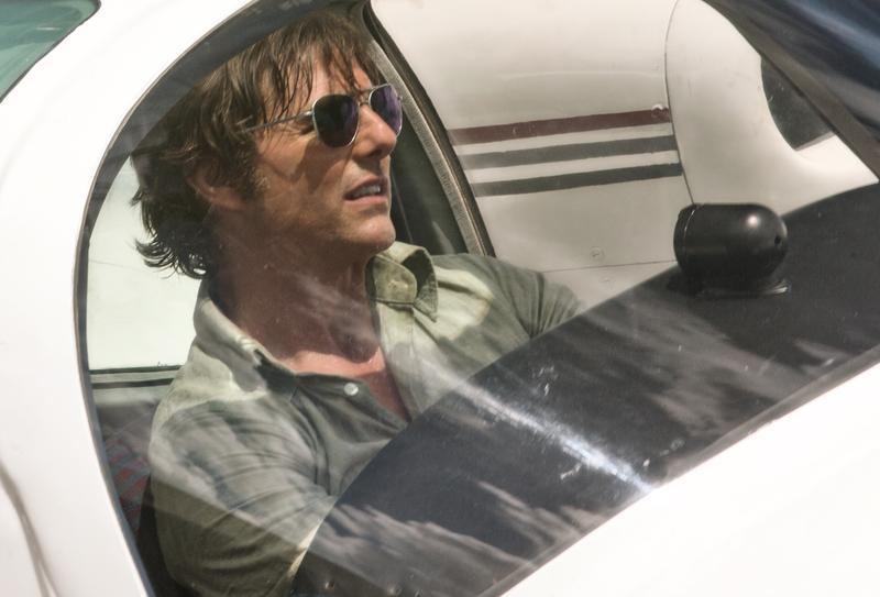 湯姆克魯斯扮演傳奇機師巴瑞塞爾,被中情局徵召後捲入了毒梟。