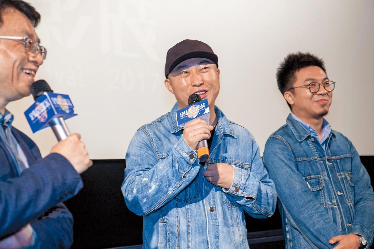 《輕鬆+愉快》導演耿軍(左)與製片王子劍(右)聯袂出席金馬奇幻影展。(金馬執委會提供)