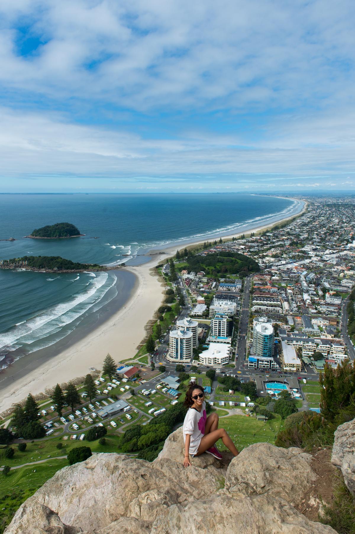 站上「Mt. Maunganui」的山頂巨石,腳下風光美不勝收。