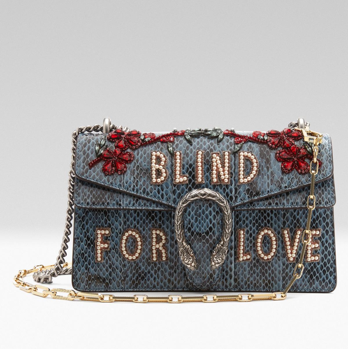 珍珠與花卉刺繡蟒蛇皮酒神包是開幕獨家商品之一。NT$234,800