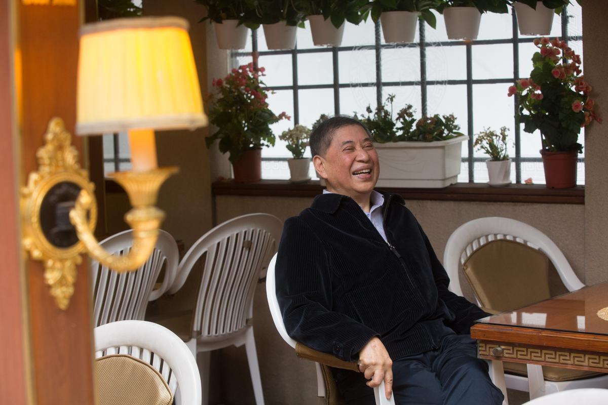 白先勇於台北自家附近咖啡館受訪,他長年台北、加州來來去去,說文化才是他的家。