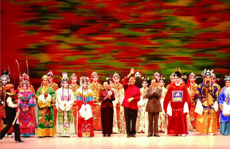青春版《牡丹亭》2004年在台北首演,至今世界巡演289場,場場爆滿,總觀賞人次超過60萬。(許培鴻攝影、時報出版社提供)