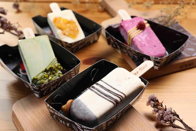 用義式冰淇淋製成的雪糕,結合鹹蛋黃、火龍果、鳳梨等在地物產,是OurBar人氣不墜的招牌。(90至135元/支)