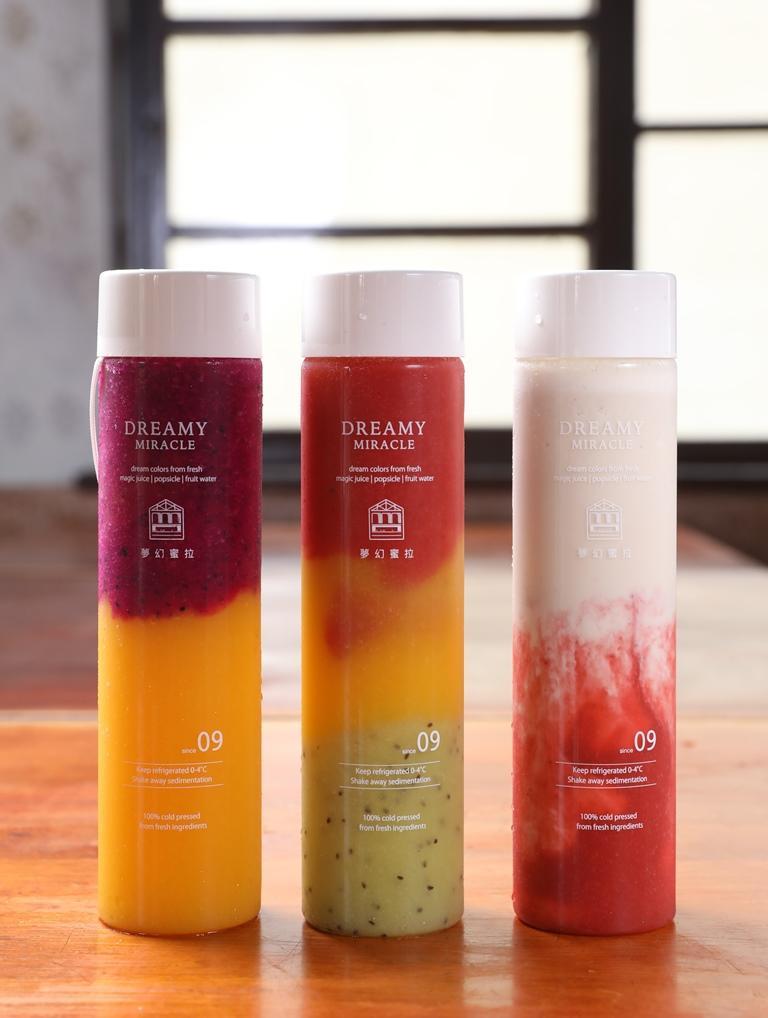 堅持不摻一滴水的漸層果汁,輕晃仍然層次分明,非常濃郁。(60至80元/瓶)