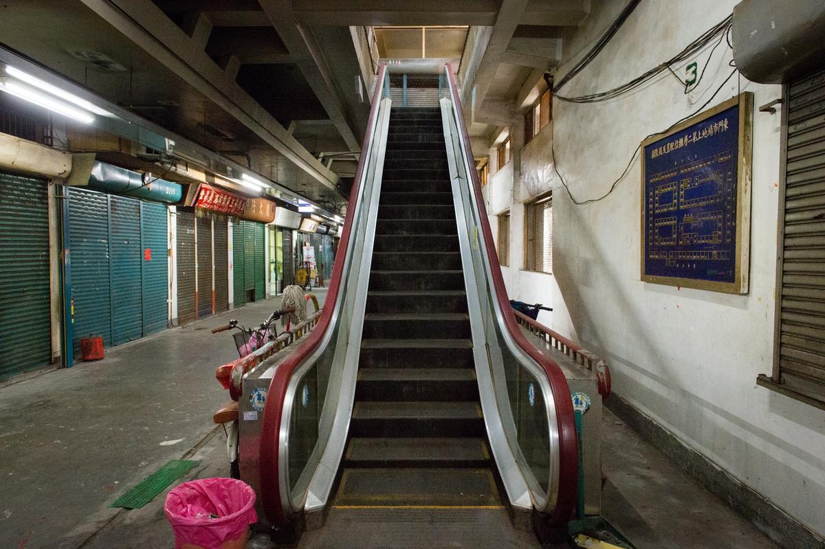 這裡還有新竹第一座電動手扶梯。
