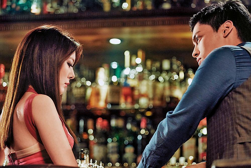 一雙放電眼讓楊雅筑(左)常與同劇男演員傳緋聞。這齣電視電影《結婚進行曲》與許孟哲(右)合作,零緋聞。(衛視電影台提供)