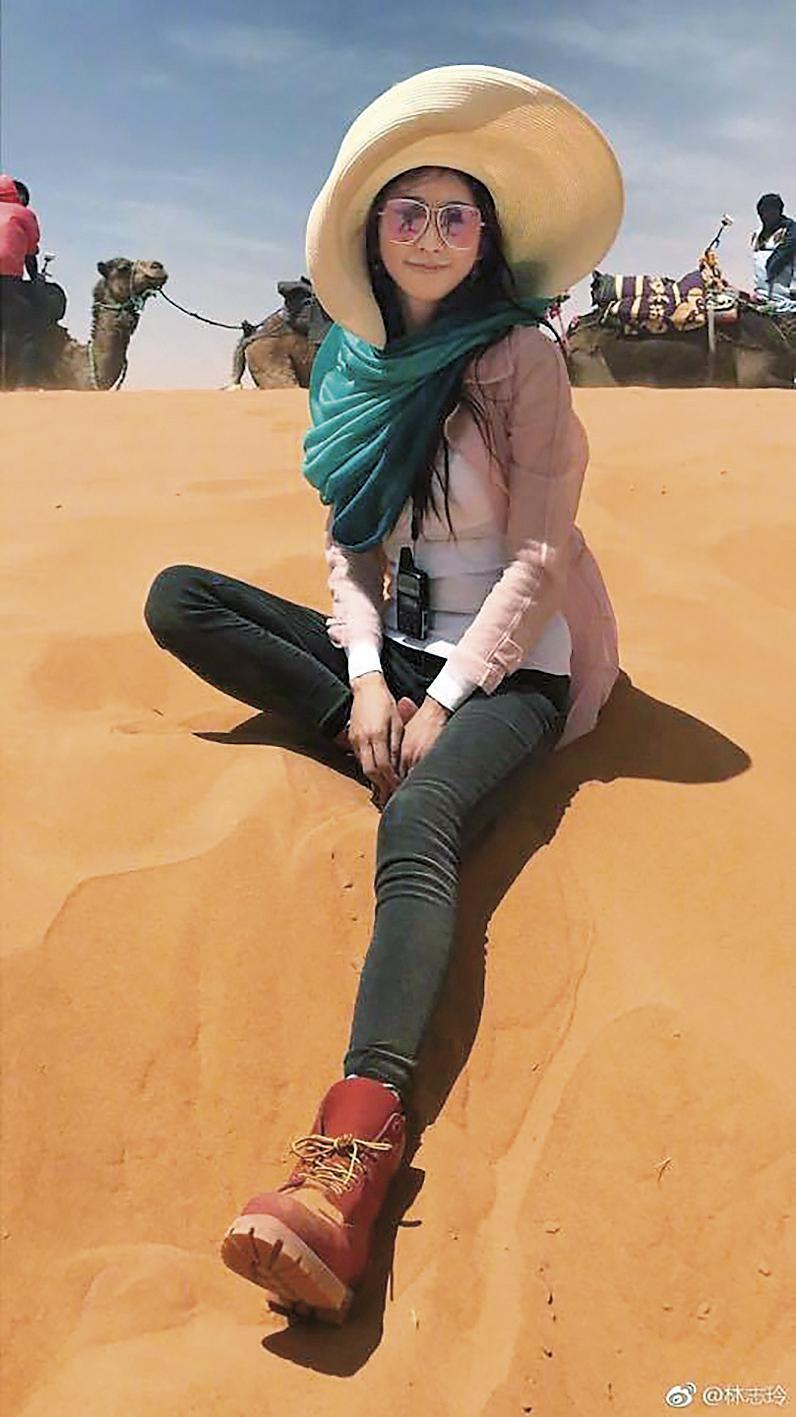 林志玲在撒哈拉沙漠仍非常有型!(翻攝自林志玲微博)