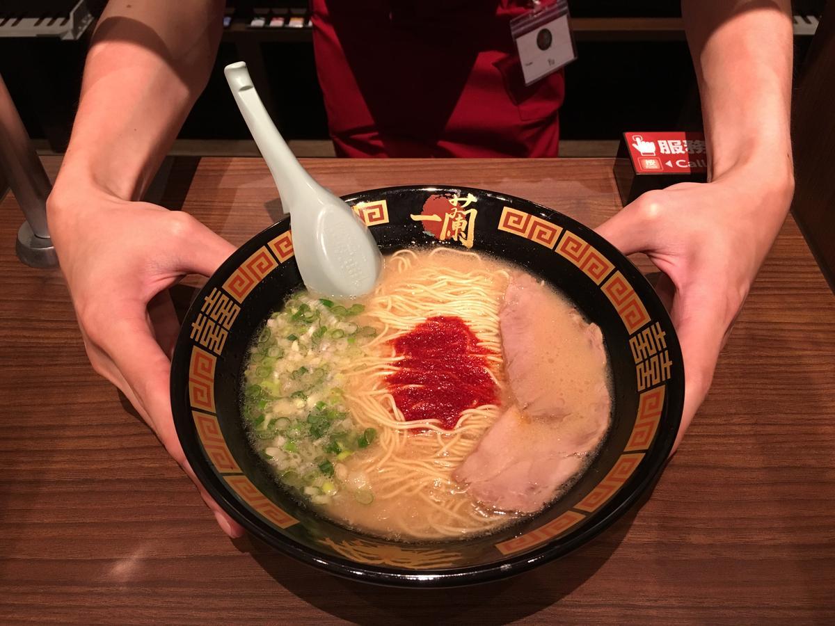 拉麵選擇只有「豚骨湯拉麵」一種,但每碗口味都可客製化。(288元/碗)