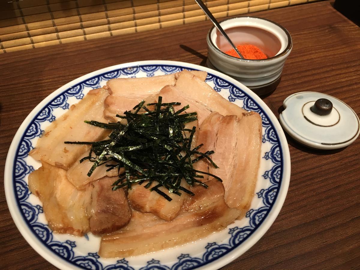 單點的「釜醬汁豚骨叉燒肉」是以三層肉製作,口感豐腴、肉香醇厚。(148元/份)