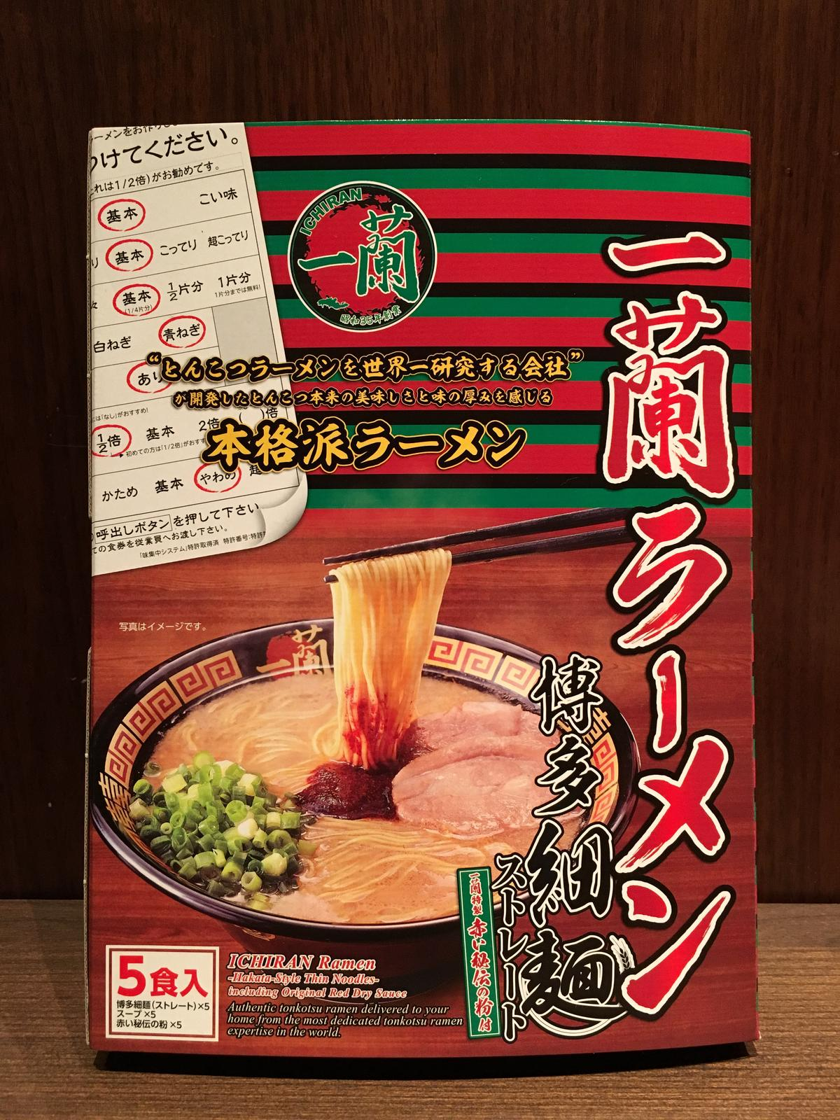 單盒內有5組,包含麵條、豚骨湯包、祕製辣粉。(750元/盒)