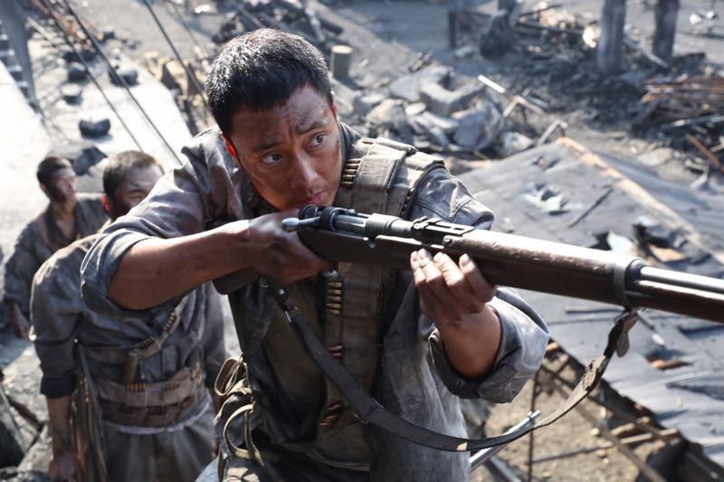 蘇志燮完美消化《軍艦島》所有高難度動作場面,獲劇組工作人員盛讚專業。