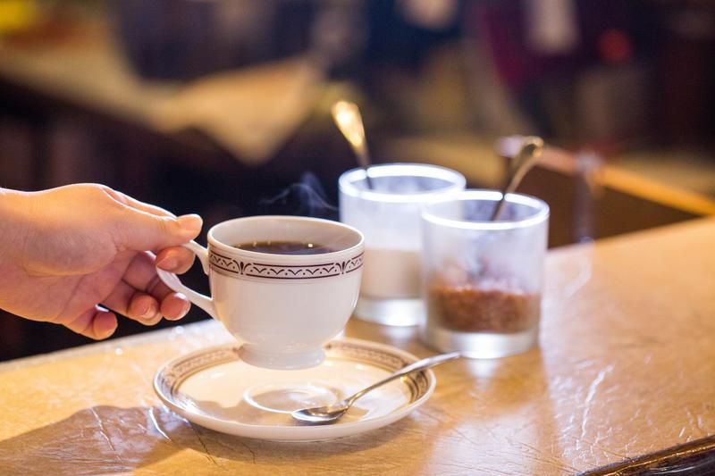 「曼巴咖啡」是店內招牌,僅混合曼特寧、巴西豆,香醇回甘,不特別強調酸味。(140元/杯)