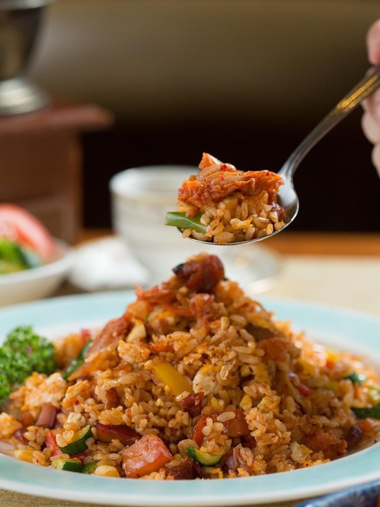 「泡菜雞丁炒飯」用的是自家醃製韓式泡菜,比例配方由老闆韓籍友人的太太傳授,有泡菜加持,要嗑光一大盤炒飯完全不是難事。(310元/份)