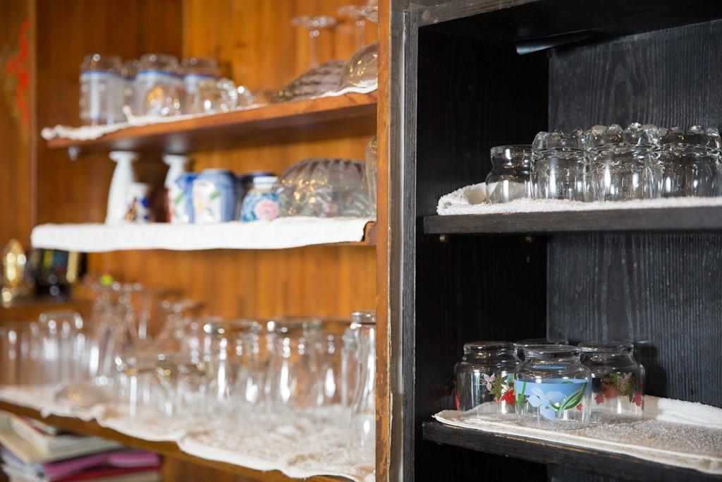 老闆娘林美麗說,有些玻璃杯是由附近的酒店媽媽桑轉送。